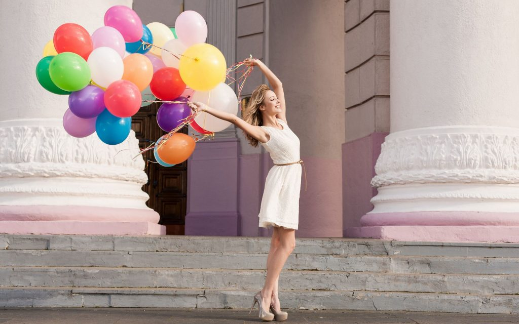 5150-girl-and-balloons